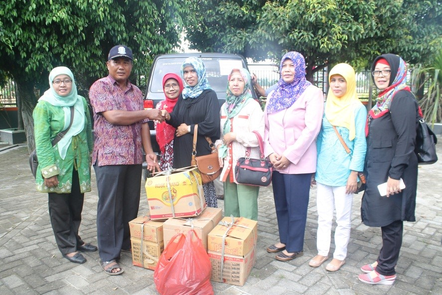 Unirow Peduli Bencana: Salurkan Bantuan Kepada Warga Korban Banjir Bengawan Solo